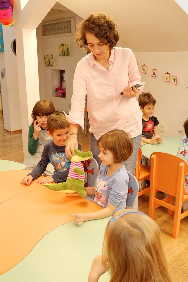 Asociatia SAMAS ofera un program complet de scoala mamei si scoala parintilor care cuprinde cursuri si servicii pentru gravide, mame si tati: curs prenatal despre sarcina, lactatie, nastere naturala si nastere cezariana, curs de puericultura cu atestat pentru tatici, gimnastica pentru gravide, masaj pentru gravide, consiliere de alaptare, recuperare postnatala pentru mame, curs de diversificare dupa 6 luni, curs de masajul bebelusului, curs de babywearing si sfaturi pentru nutritia copilului. Mai multe detalii pe: http://www.programsamas.ro/